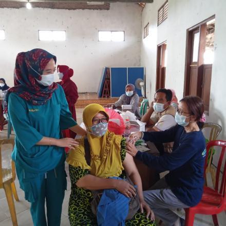 227 orang ikut vaksin 1 di Balai Desa Ngotet